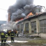 Požár autodílny v Dolní ulici v Prostějovských železárnách